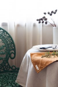 Interior styling for small spaces: table styling
